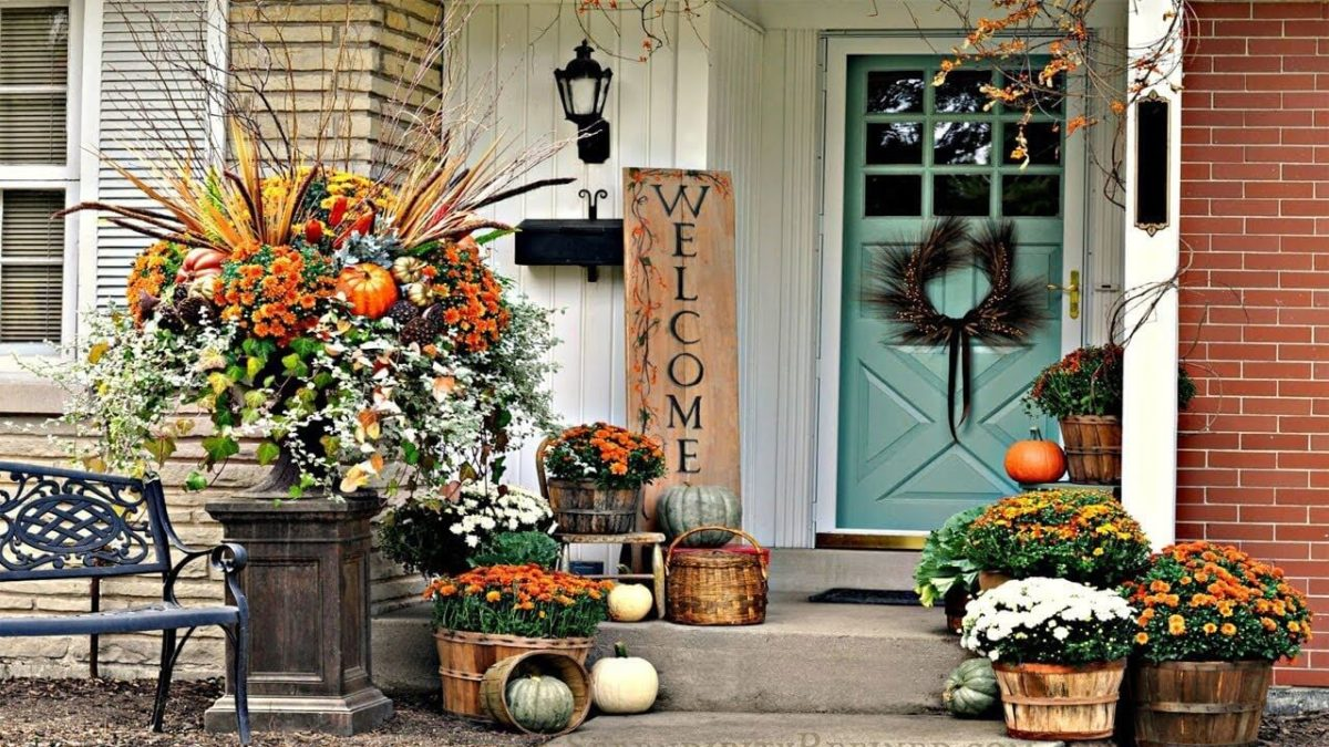 Some Of The Best Thanksgiving Front Door Decorations To Try Out