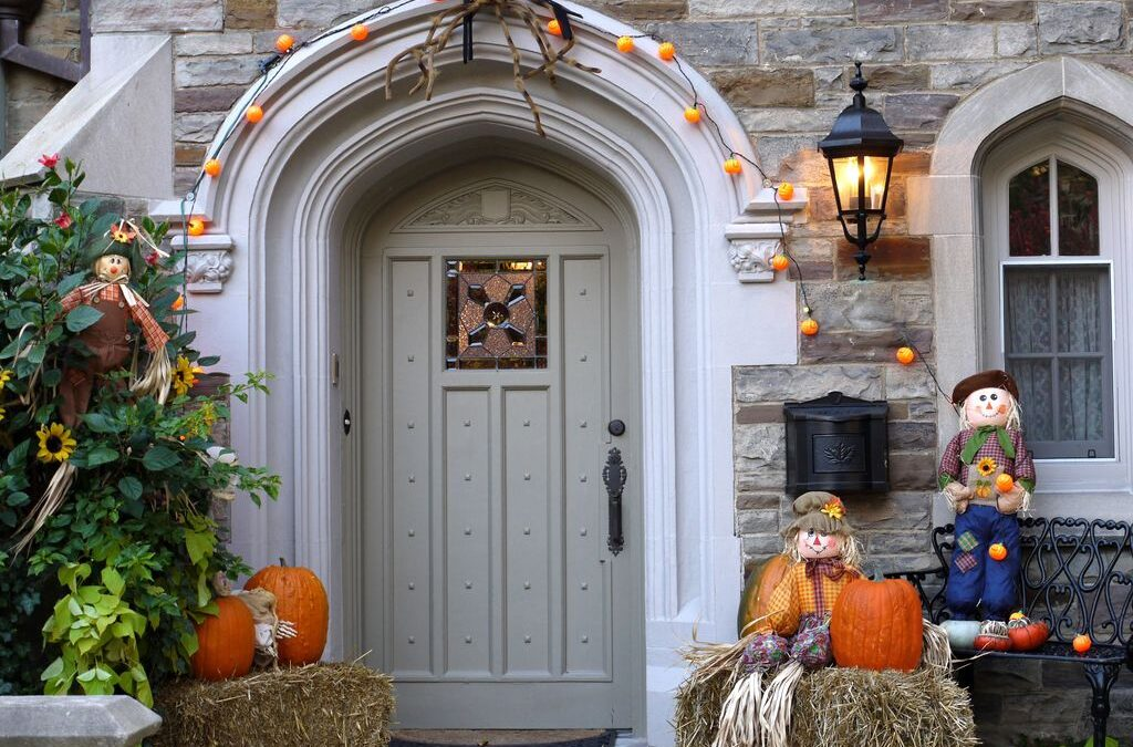 Top 23 Trendy and Creepy Halloween Door Decoration Ideas
