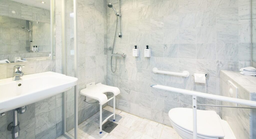 ada bathroom layout